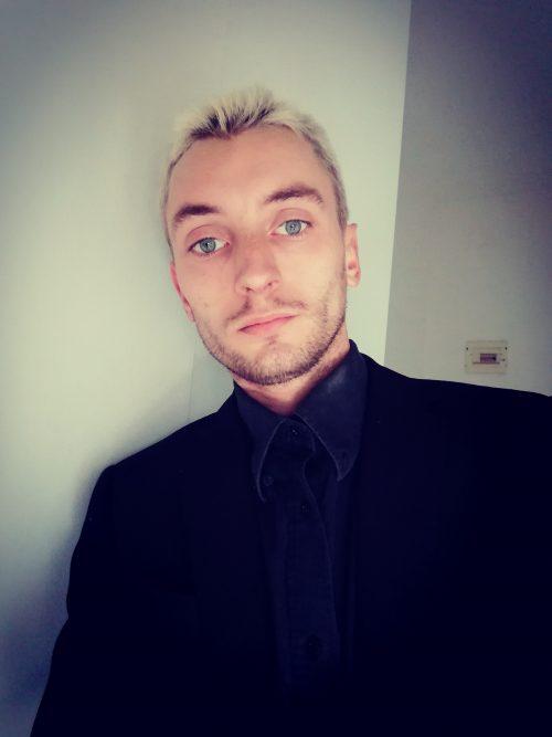Ragazzo di origini russe, biondo, occhi azzurri a Modena